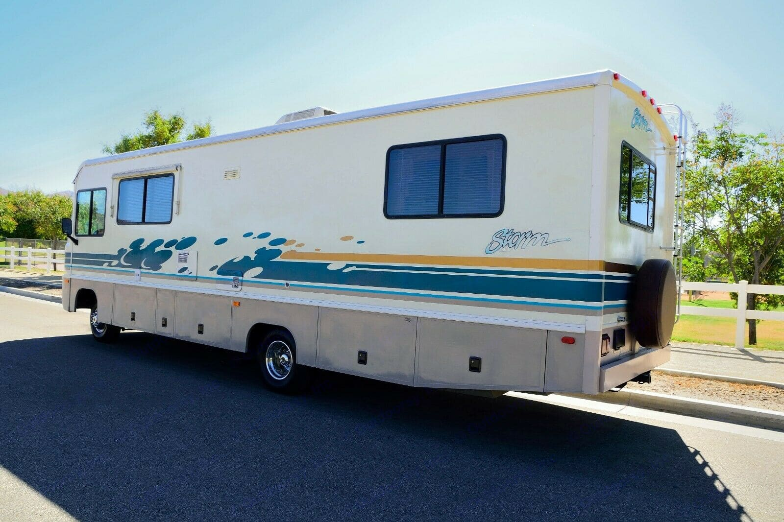 Clean road ready home. The exterior is a 10. You will get plenty of compliments on this RV. . Fleetwood Storm 1996