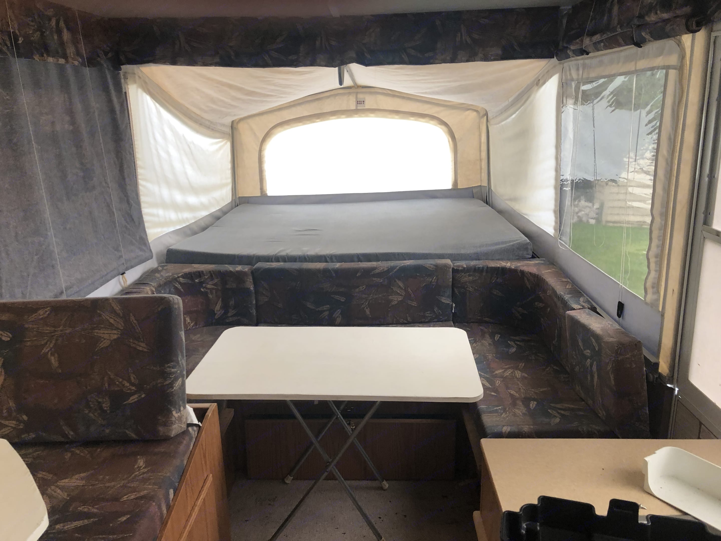 2nd dining area with surround bench seating, queen size bed in back. Jayco Eagle 2001