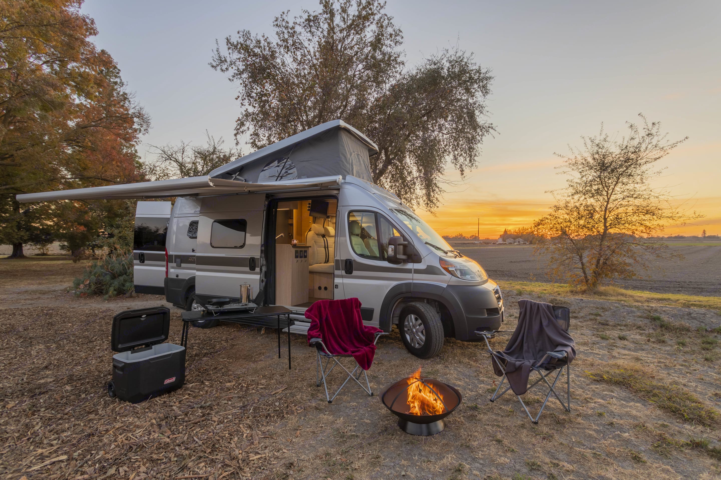 Huge electric awning that gives you protection at your campsite.. Hymer AKTIV Loft Edition 2019