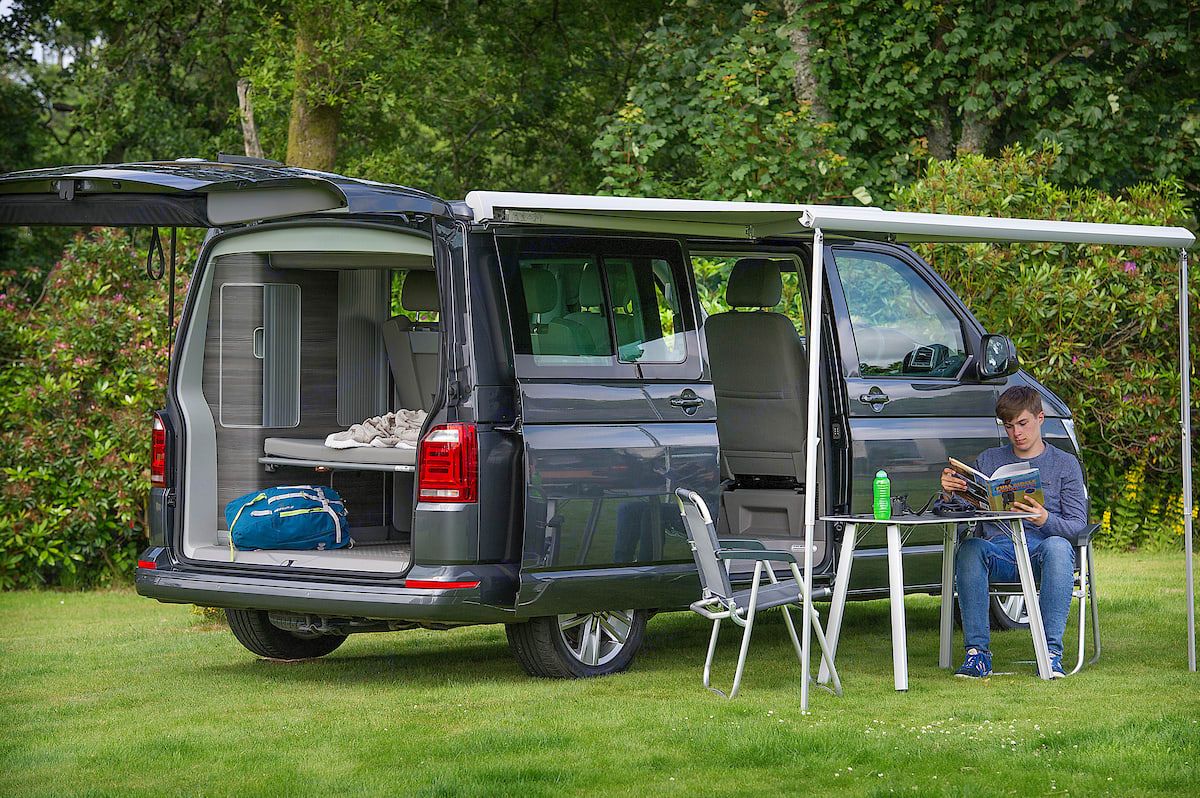 An outside picnic table and up to 4 chairs are included in the price. Volkswagen Jobl Kampa 2018