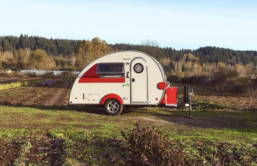 Travel in style in this teardrop camper!. T@B Clamshell 2018