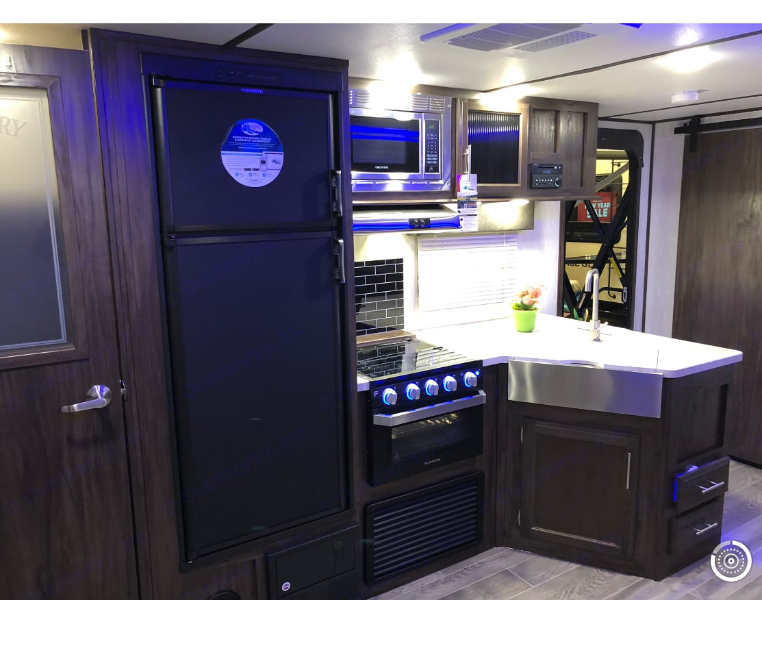 Gorgeous kitchen with stainless steel farmhouse sink, microwave and oven. Blue tooth stereo inside/out. Forest River Cherokee Alpha Wolf 2019