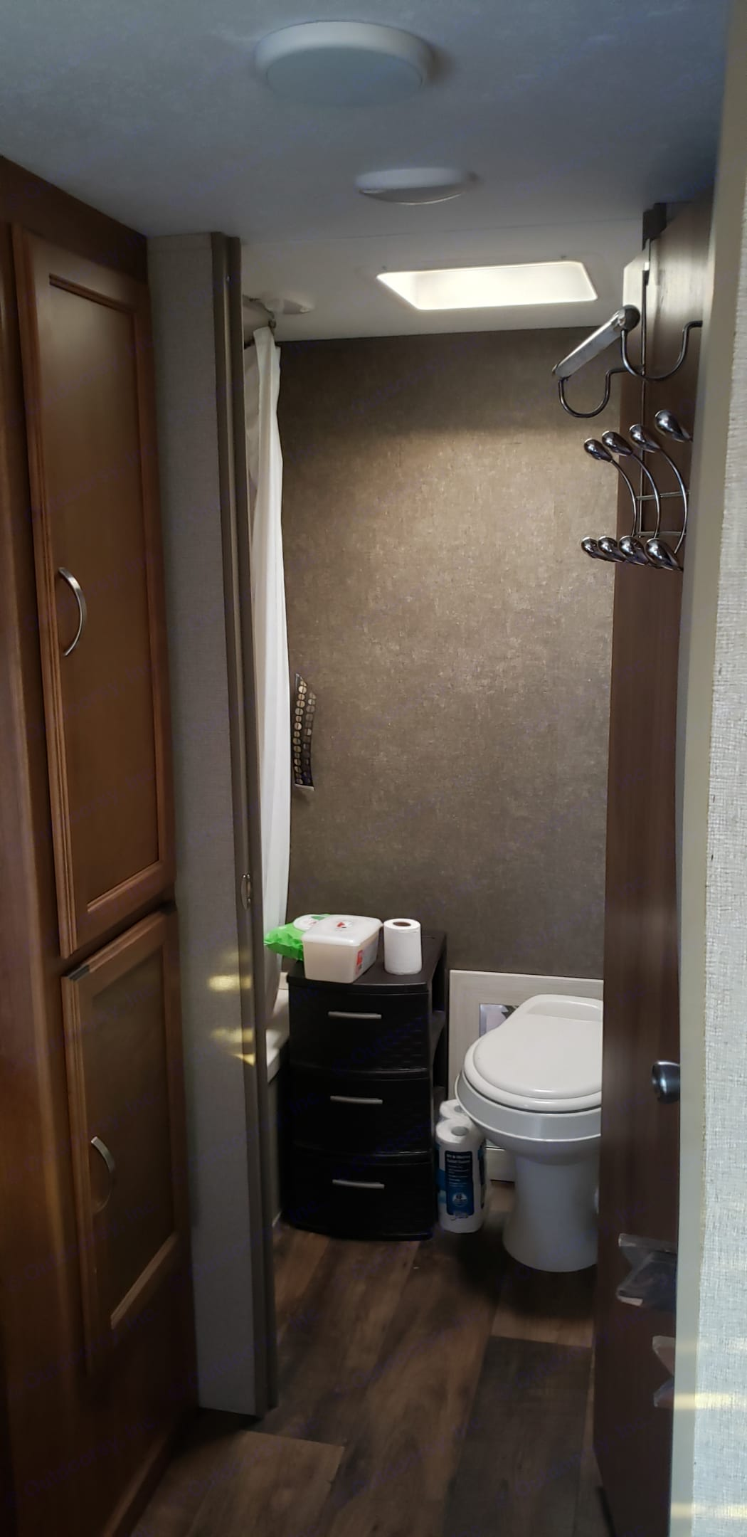 Bathroom with a standup shower and toilet . Keystone Summerland 2017