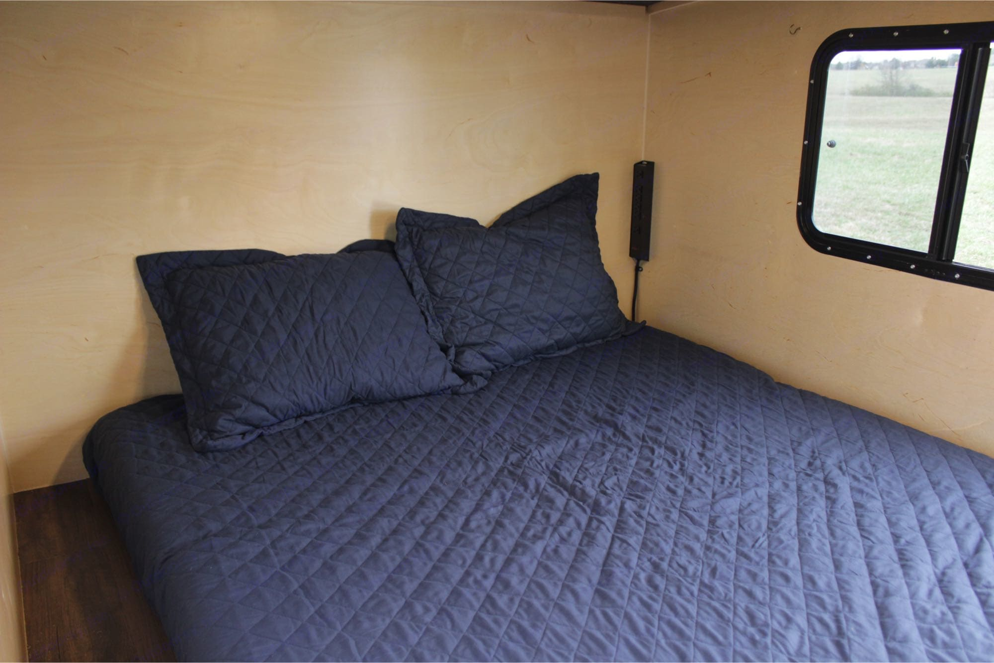 """Blue comes with a 6"""" queen sized memory foam mattress and all the bedding.. Runaway Campers Rangerunner 2016"""