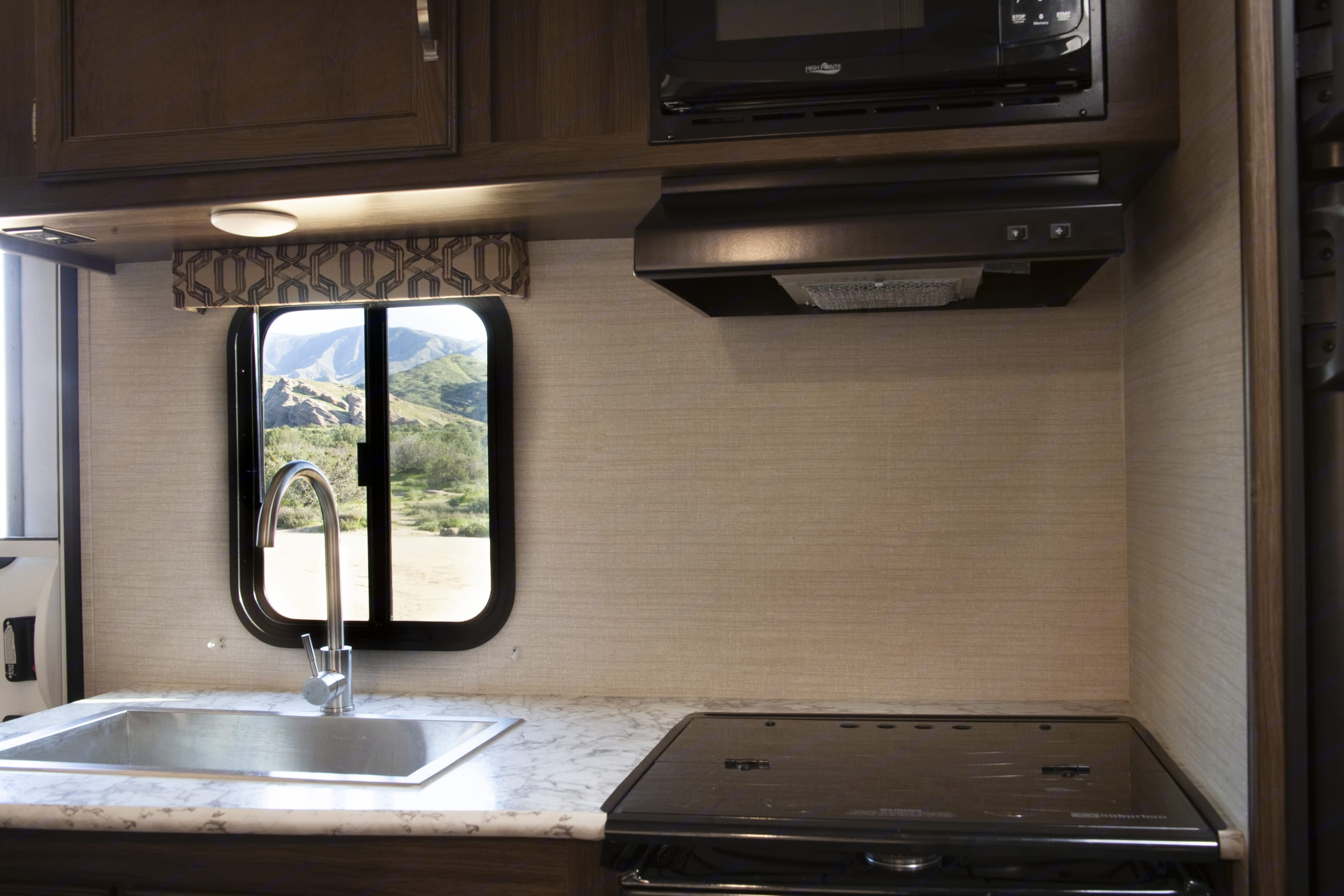 Kitchen stove and microwave. Keystone Bullet 2019