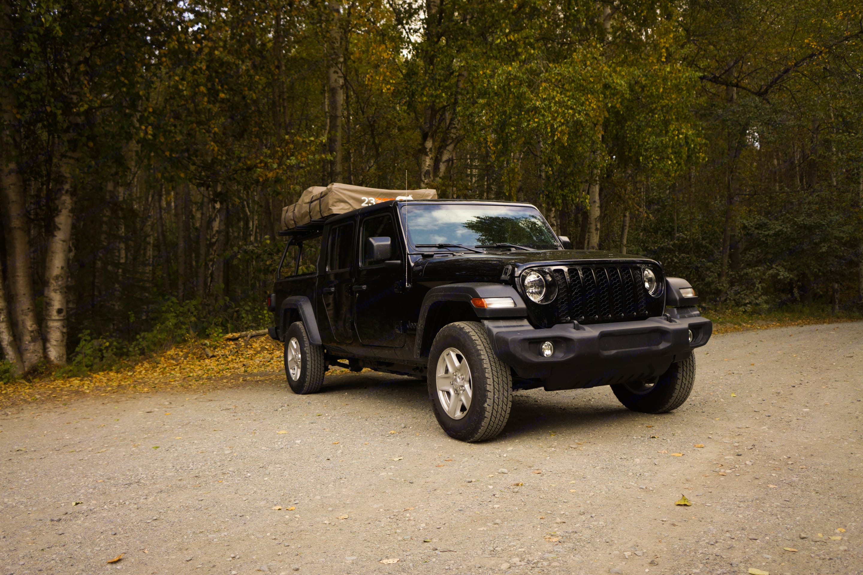With tent packed up. Jeep Gladiator 2020