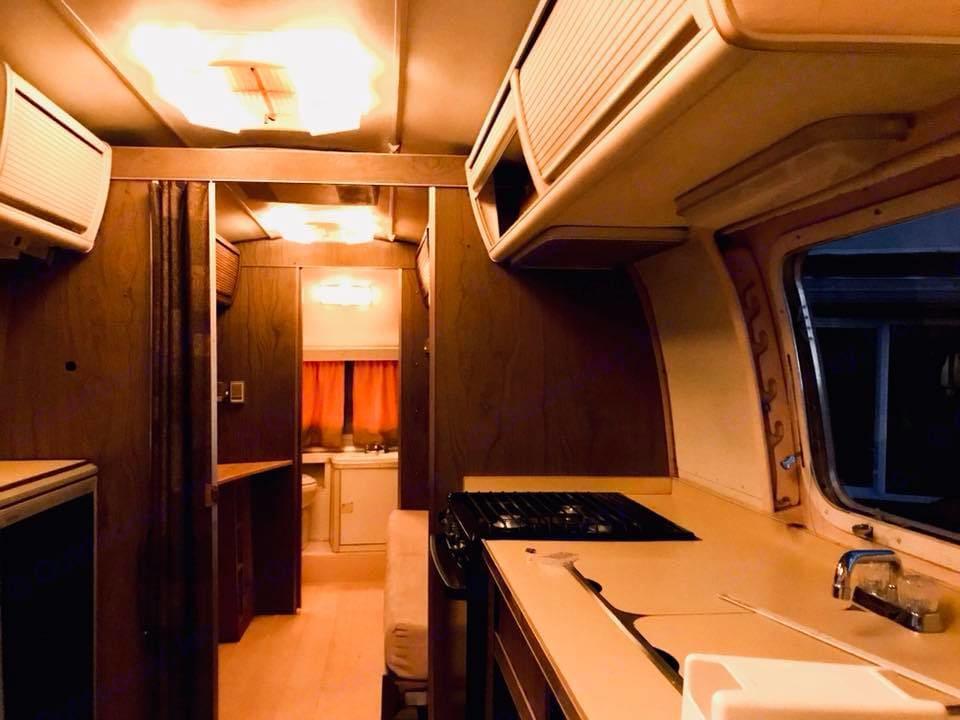 Kitchen. Airstream Safari 1974