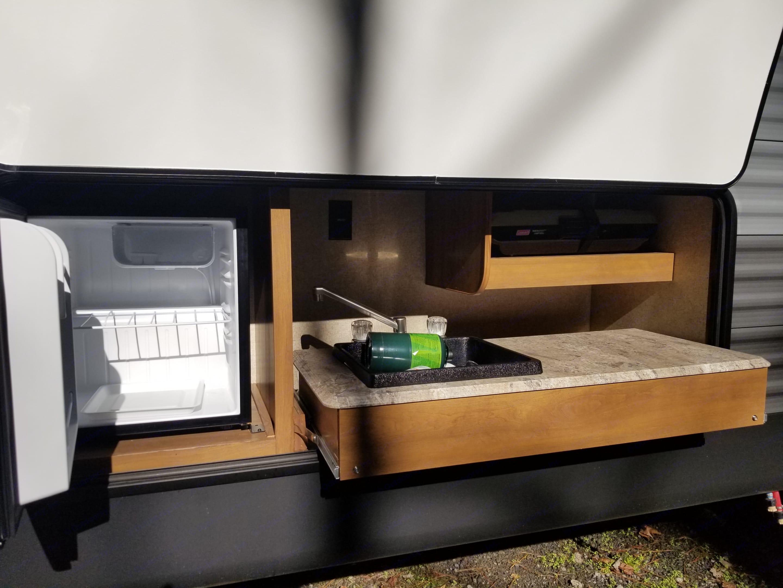 Exterior mini Fridge, propane grill, and sink.. Coachmen Catalina 2019