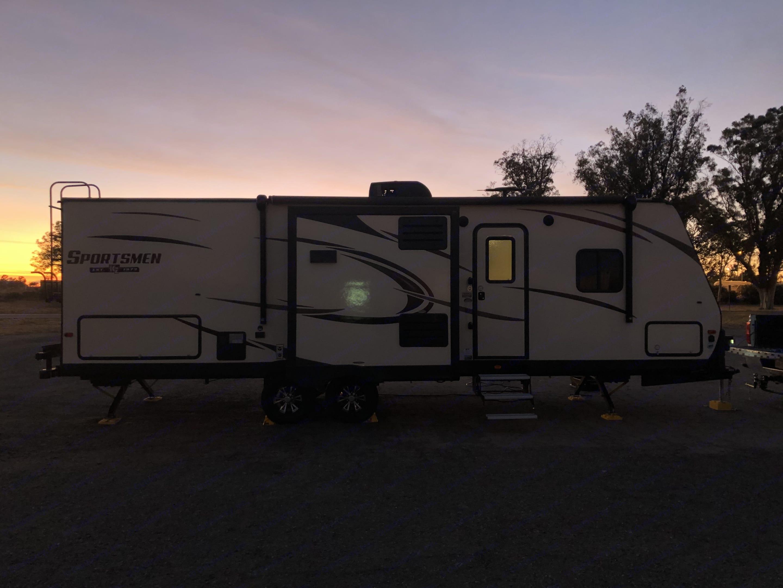 passenger side of the trailer. K-Z Manufacturing Sportsmen 2018