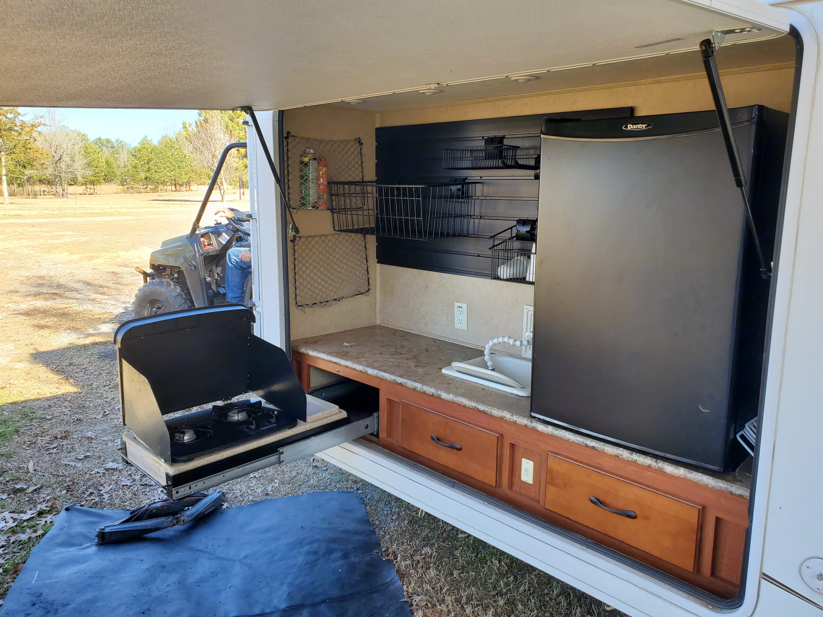 Outdoor kitchen!! Includes sink, stove and minifridge. Forest River Surveyor Sport 2012