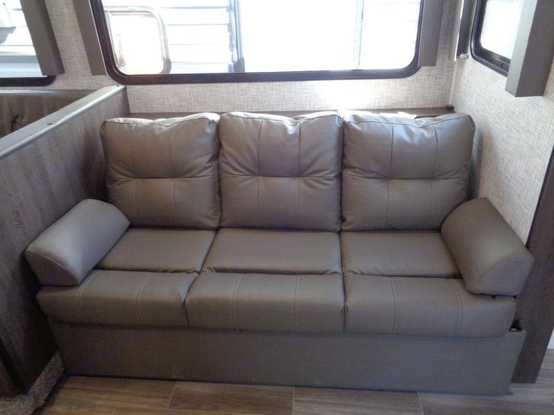 Jack-knife couch. Forest River Salem Cruise Lite 2020