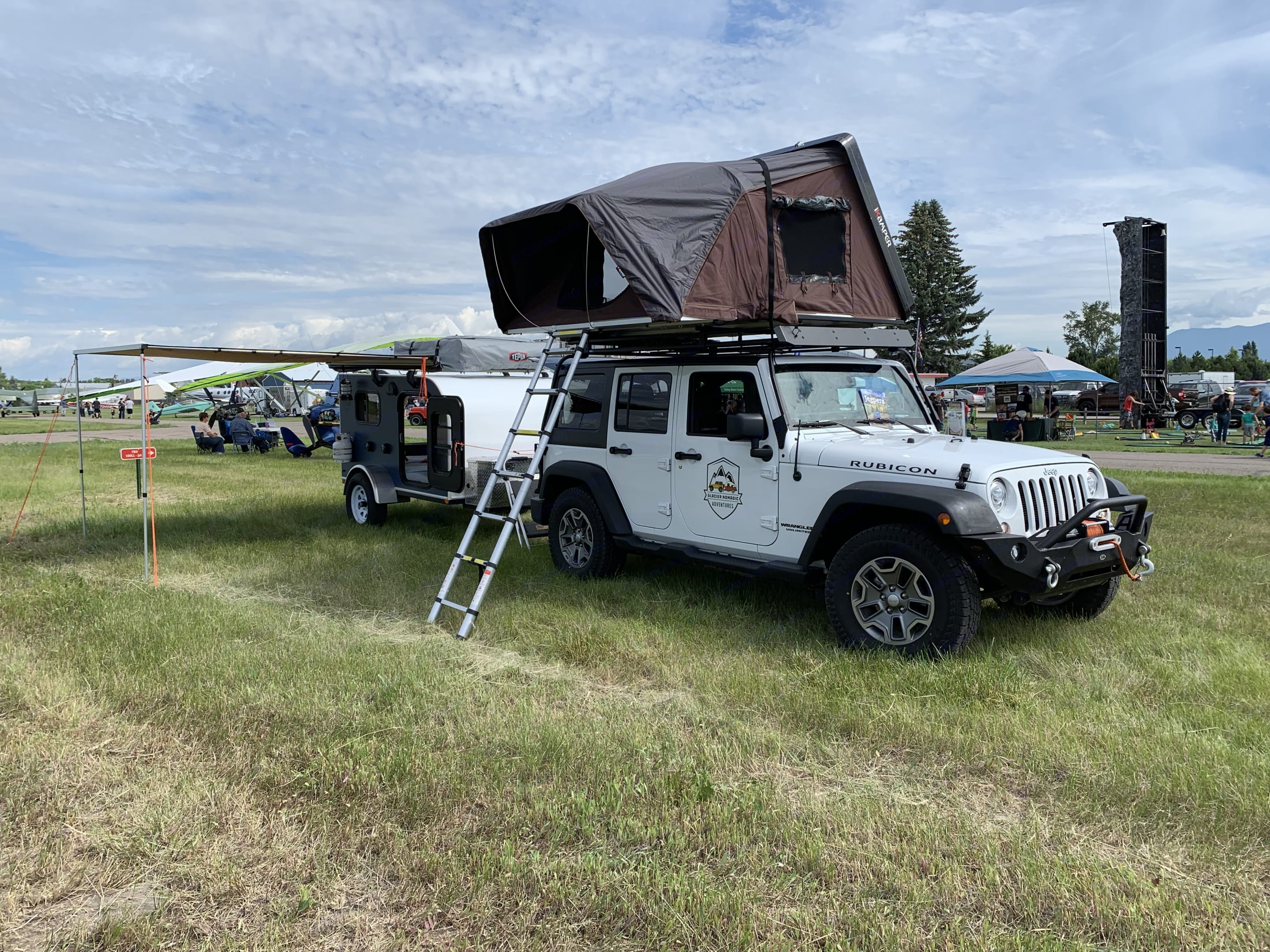Jeep and Trailer package come fully loaded with all the camping gear needed for your trip.. Jeep Rubicon 2017