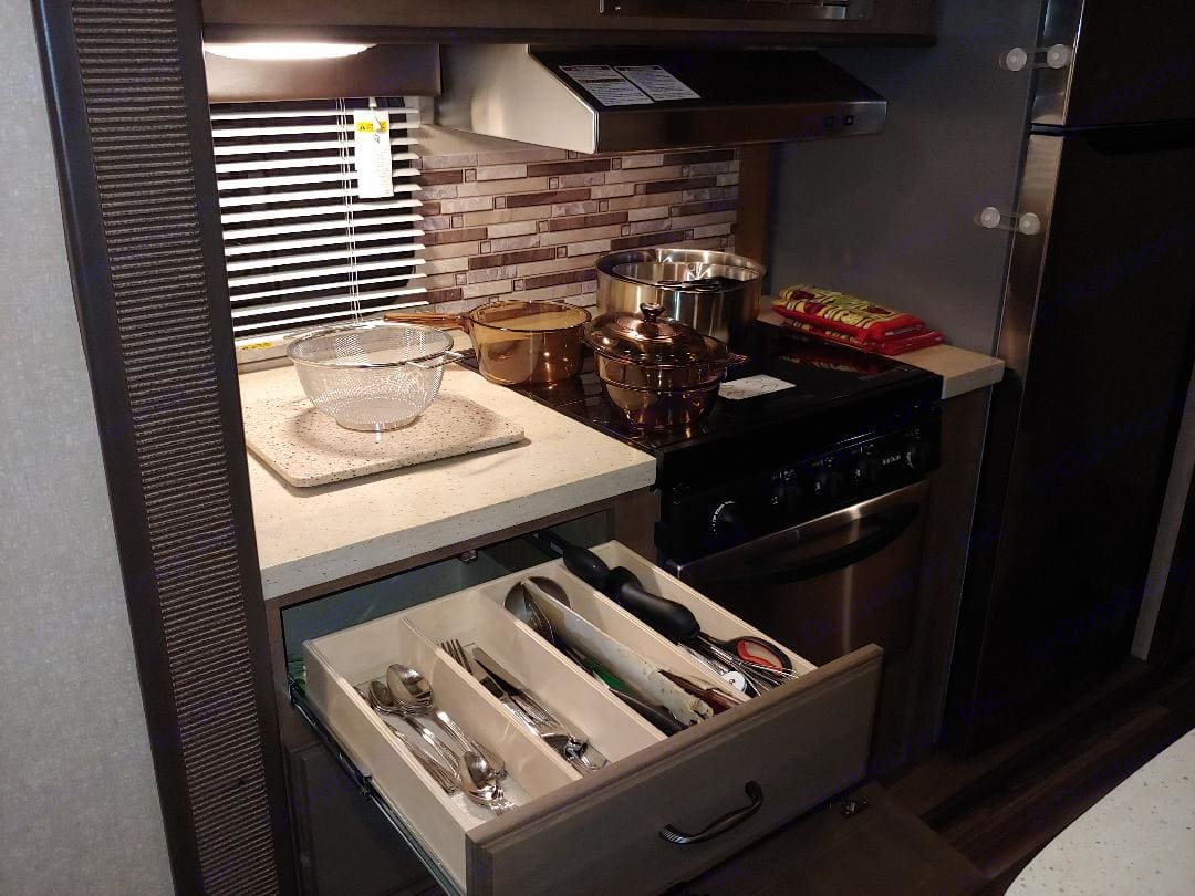 All you need to prep and eat meals.. Cruiser Rv Corp Fun Finder 2017