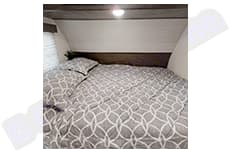 Queen size bed. Forest River Cherokee 2020