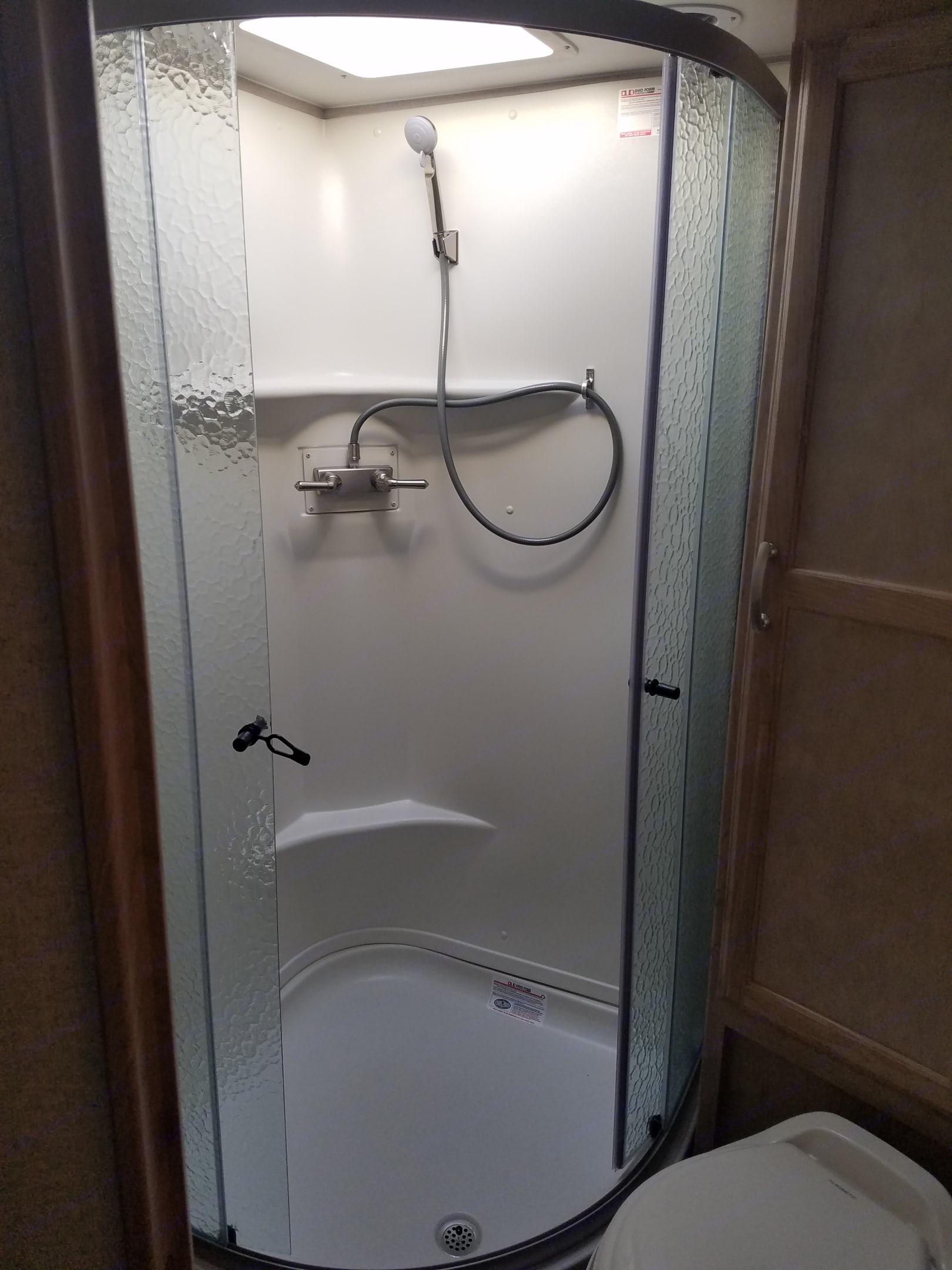 Full, dry shower. Winnebago Micro Minnie 2020