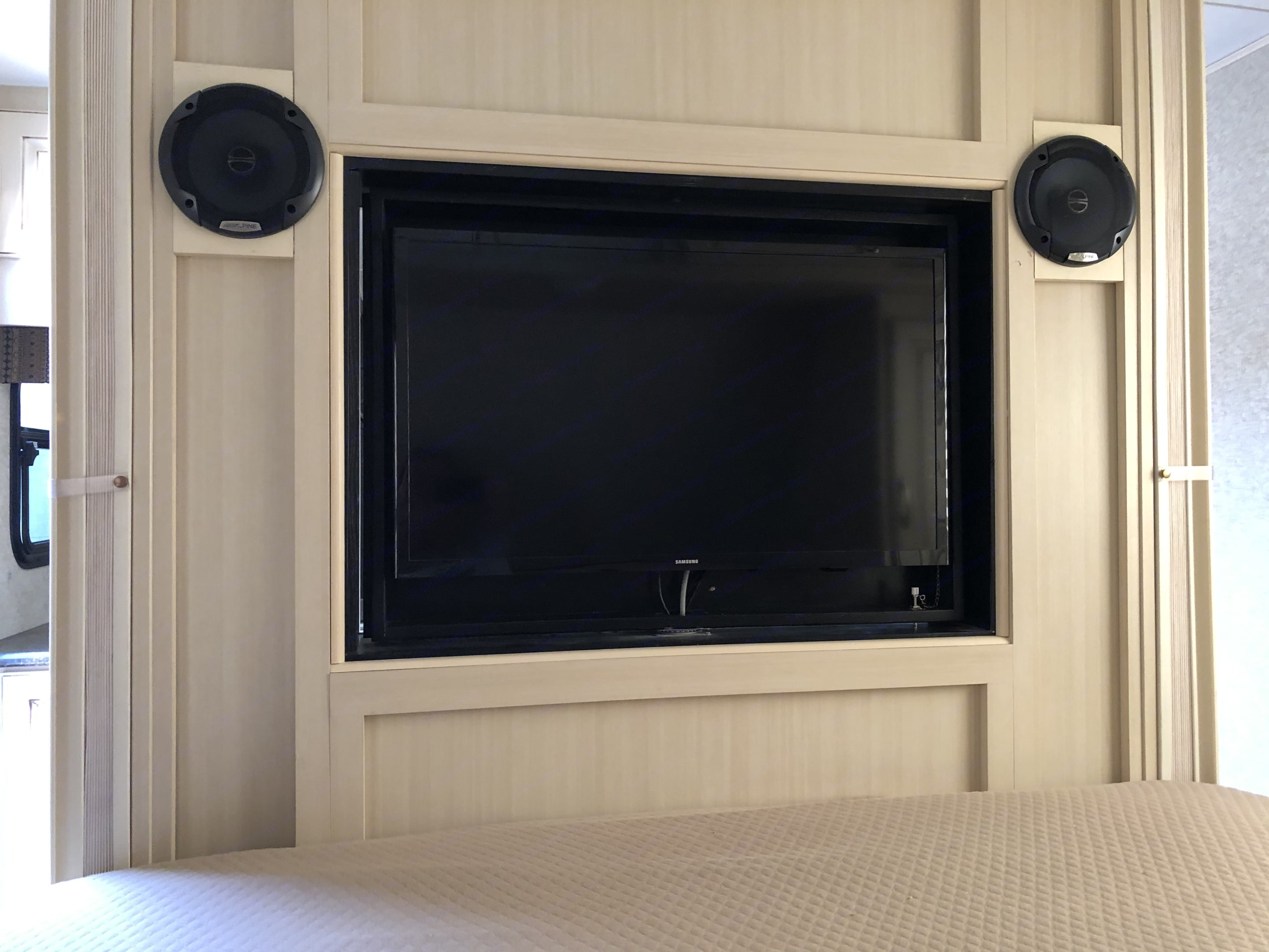 The master bedroom has been equipped with two speakers for stereo viewing.. Winnebago 2451 BHS 2017
