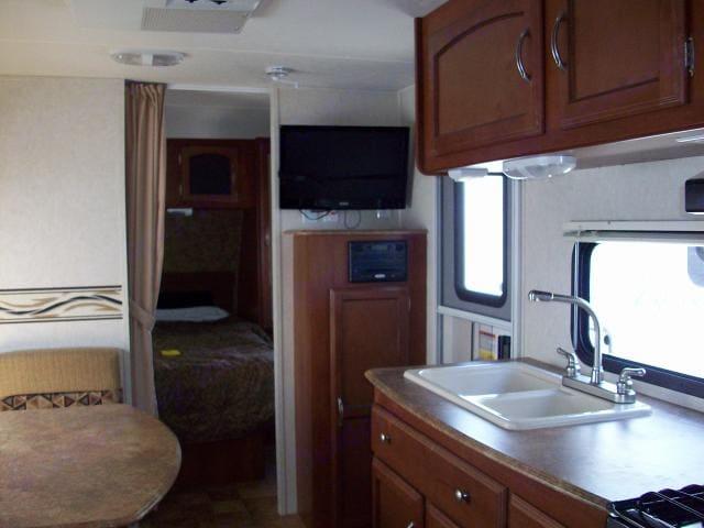 Kitchen . Coachmen Freedom Express 2013