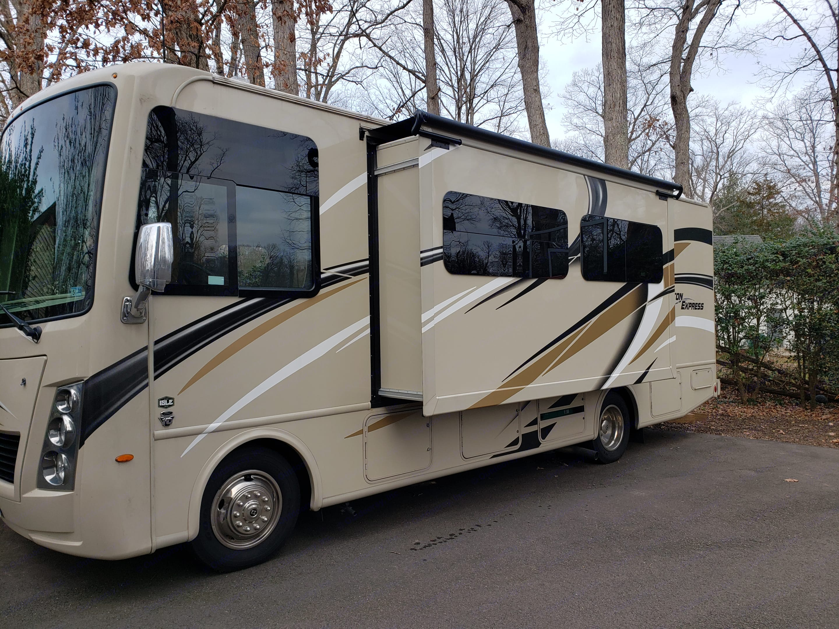 side galley slide out.  2 additional large storage areas underneath on this side as well.. Thor Motor Coach Freedom Traveler 2019