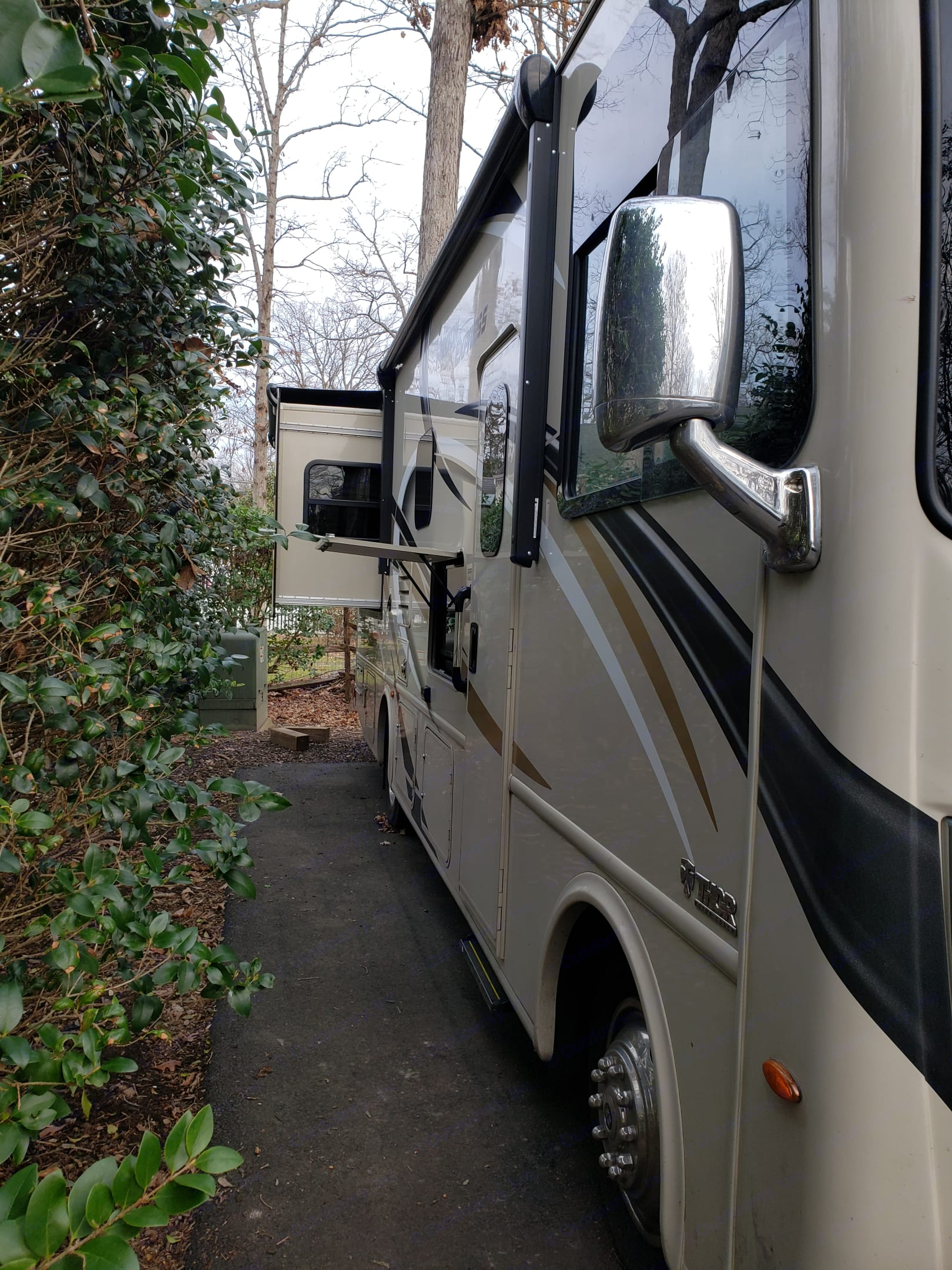 back bedroom slide out  and front door.  2 big storage areas underneath on this side. . Thor Motor Coach Freedom Traveler 2019