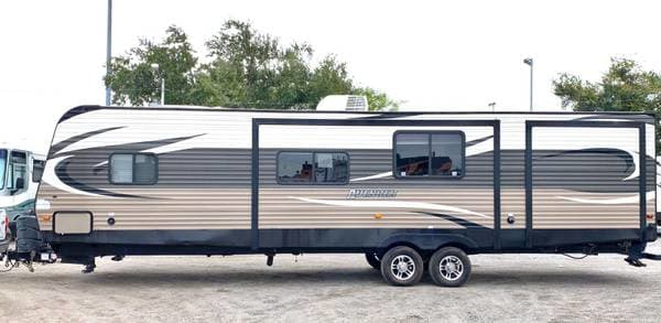 Exterior without slideout. Prime Time Avenger Touring Edition 32BIT 2015
