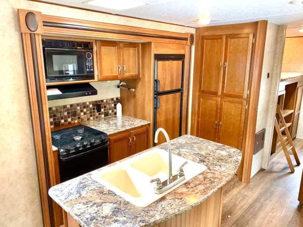 Island Kitchen Sink and Kitchen. Prime Time Avenger Touring Edition 32BIT 2015