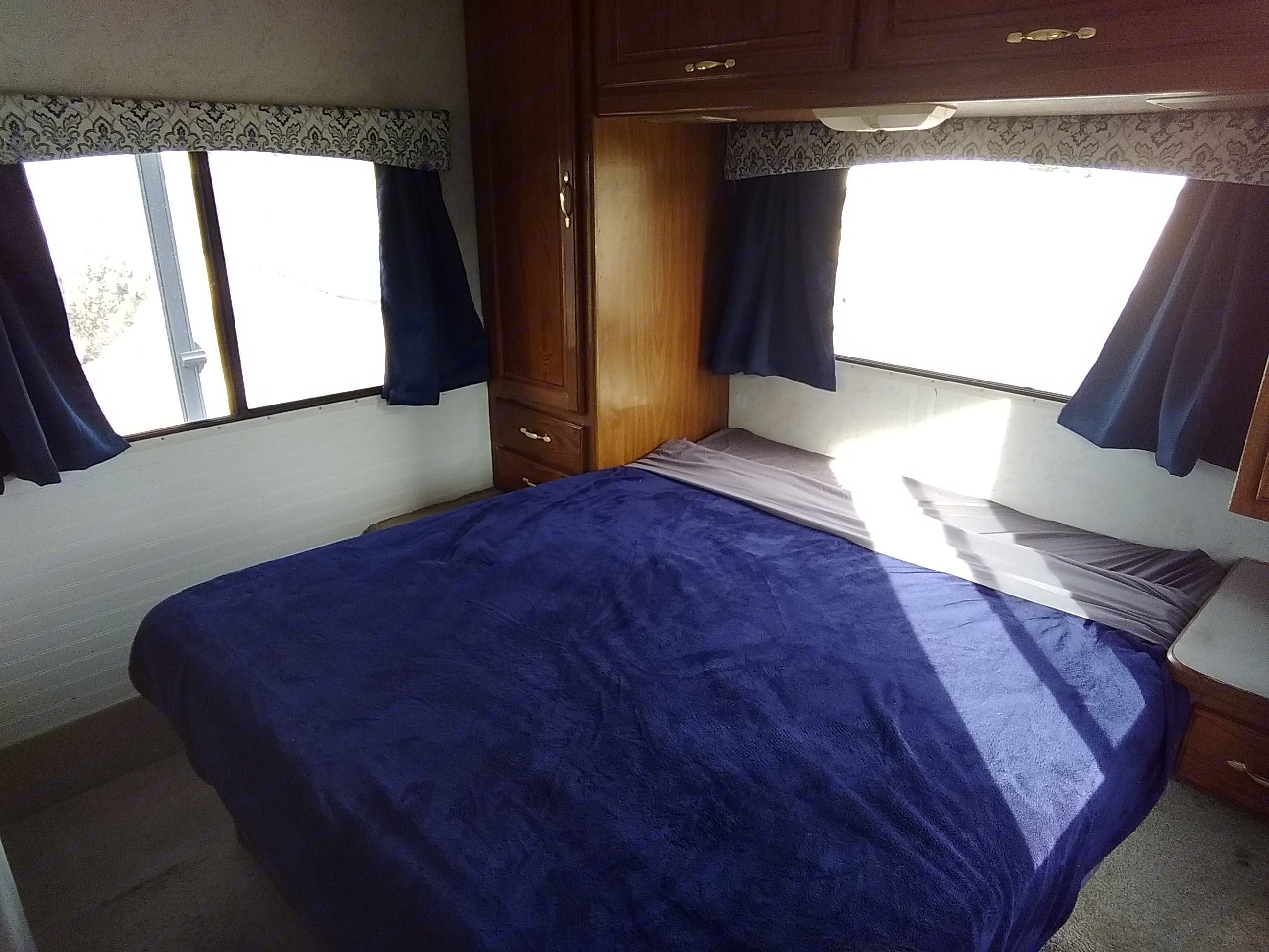 Thor Motor Coach Four Winds Majestic 2001