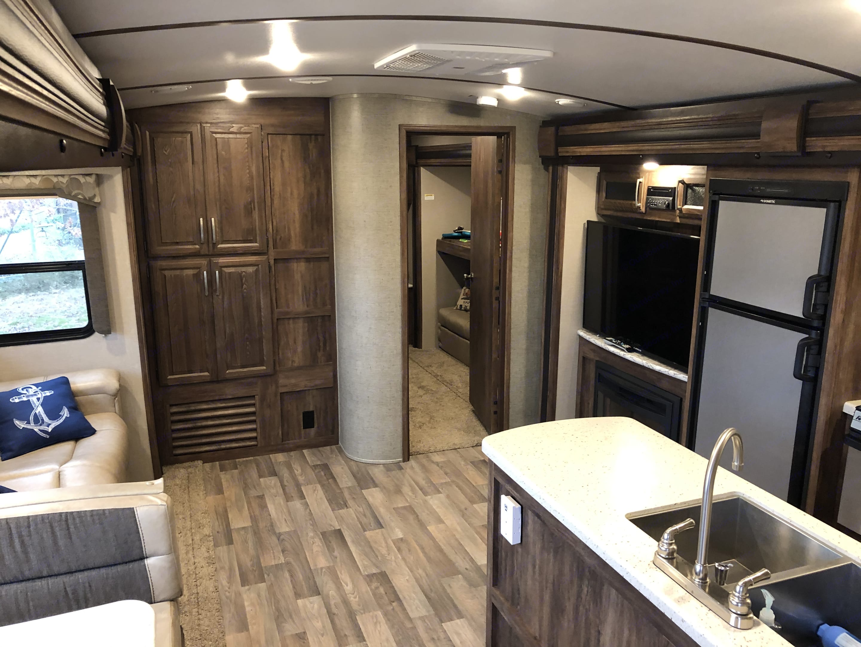 Living room . Keystone Cougar-Carbon 2018