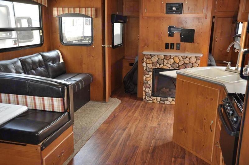 Gulfstream Cabin Cruiser 28BBS - Living Room. Gulfstream Cabin Cruiser 2018