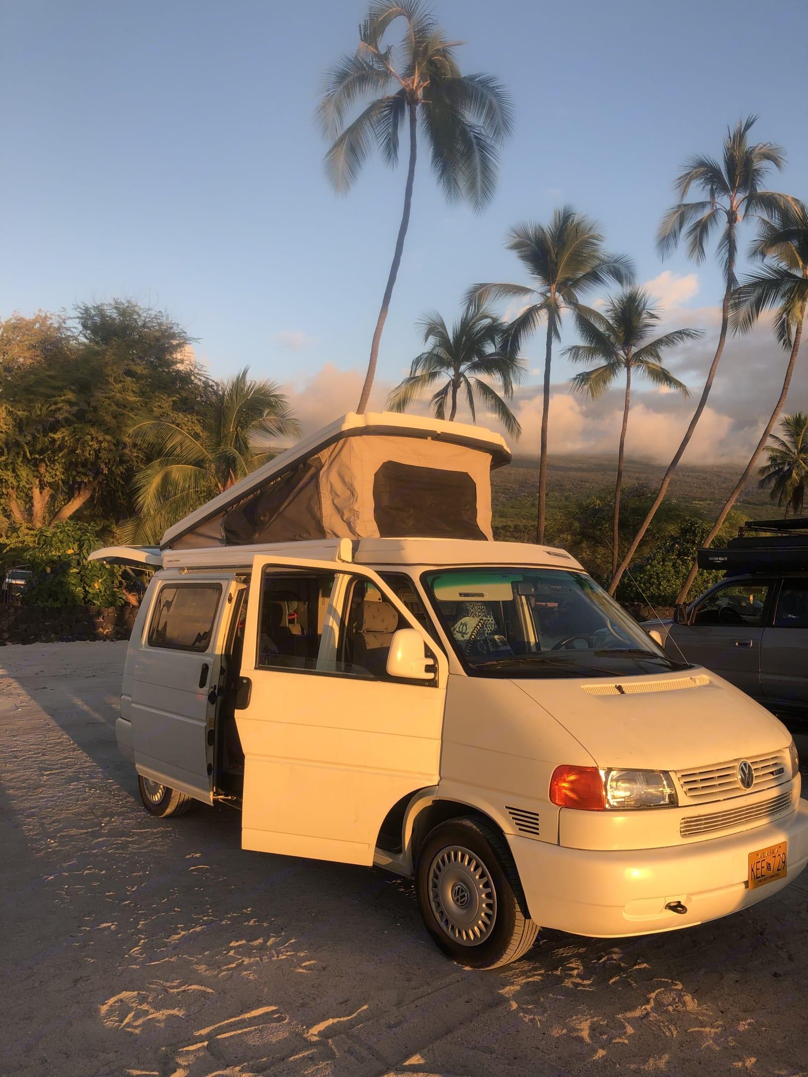 Overview of camper at the beach.. Volkswagen Westfalia 1999