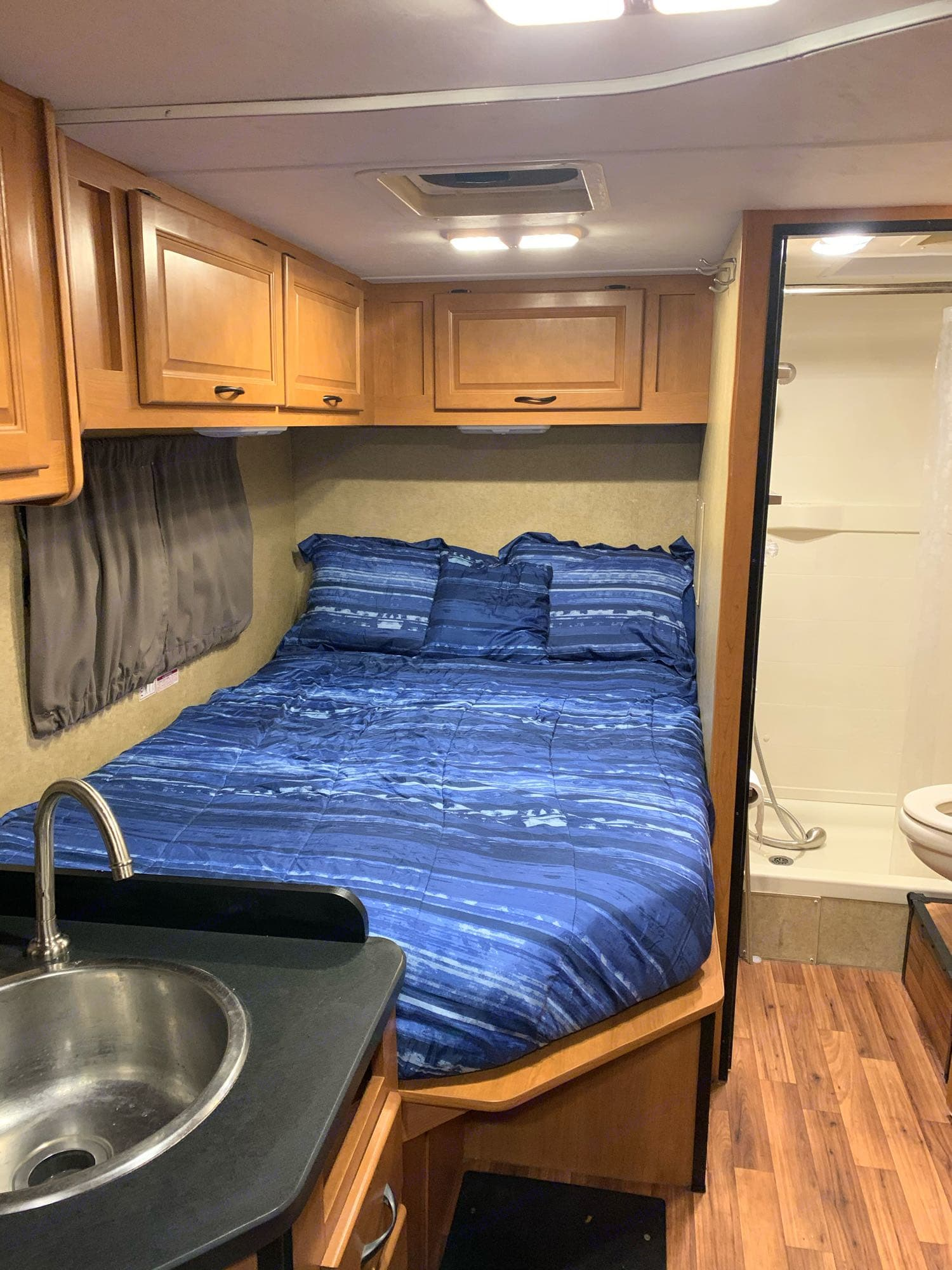 Main queen sized bed. Ample storage above bed with lights on underside.. Thor Motor Coach Four Winds Majestic 2015