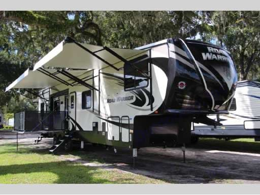 Outside view of the patio and awnings . Thor Motor Coach Road Warrior 427-RW 2018