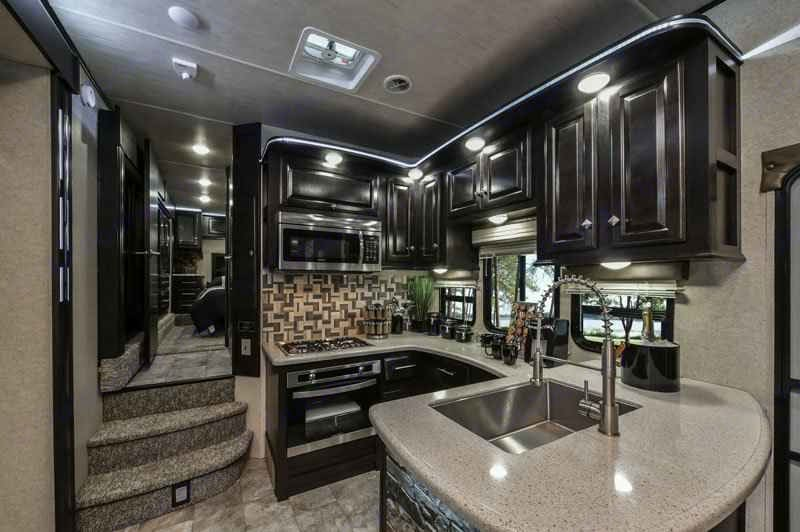Complete kitchen with oven and convection/microwave  . Thor Motor Coach Road Warrior 427-RW 2018
