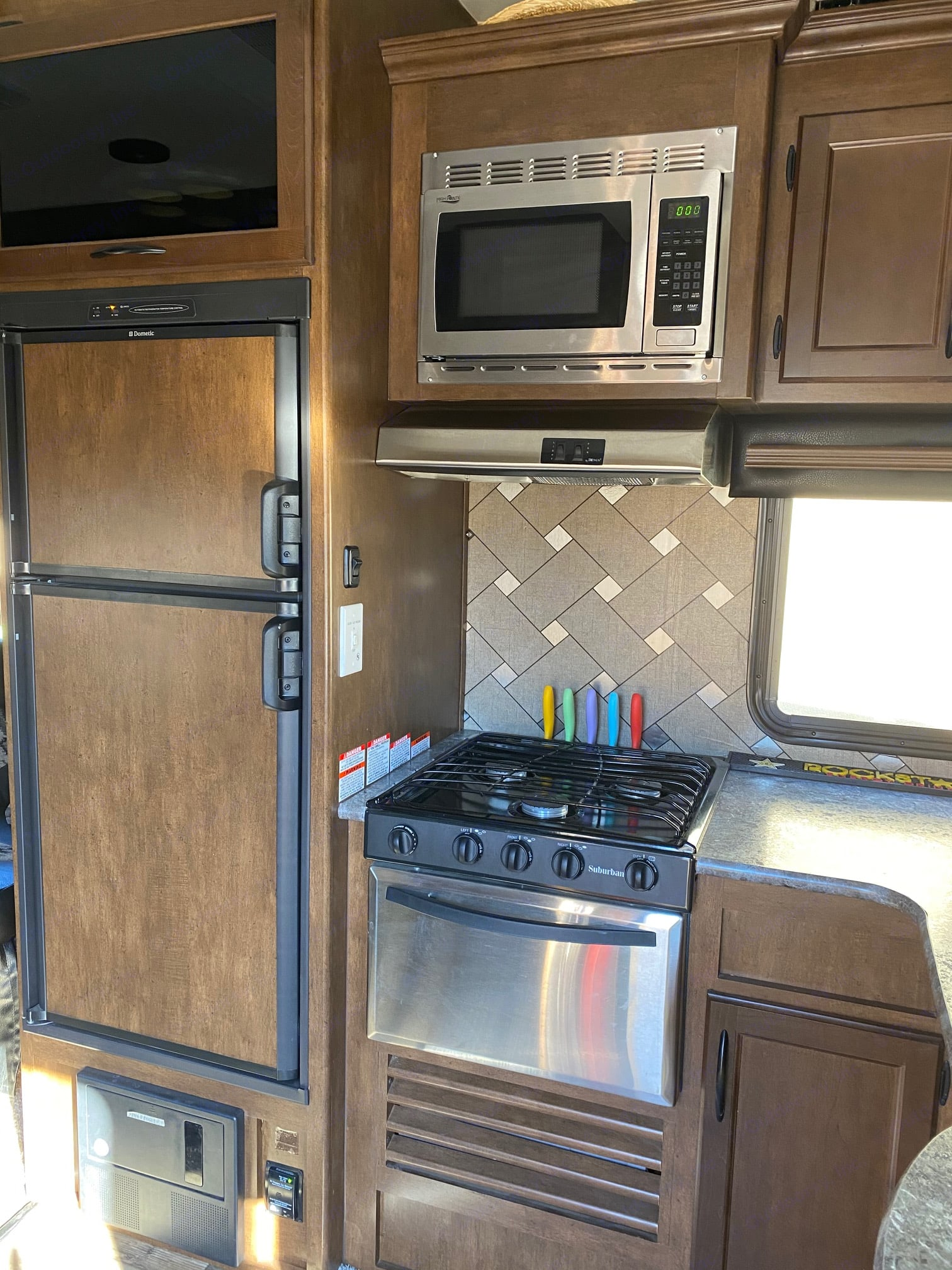 Full galley kitchen with stove, microwave, refrigerator and freezer. Pacific Coachworks Sandsport 2016