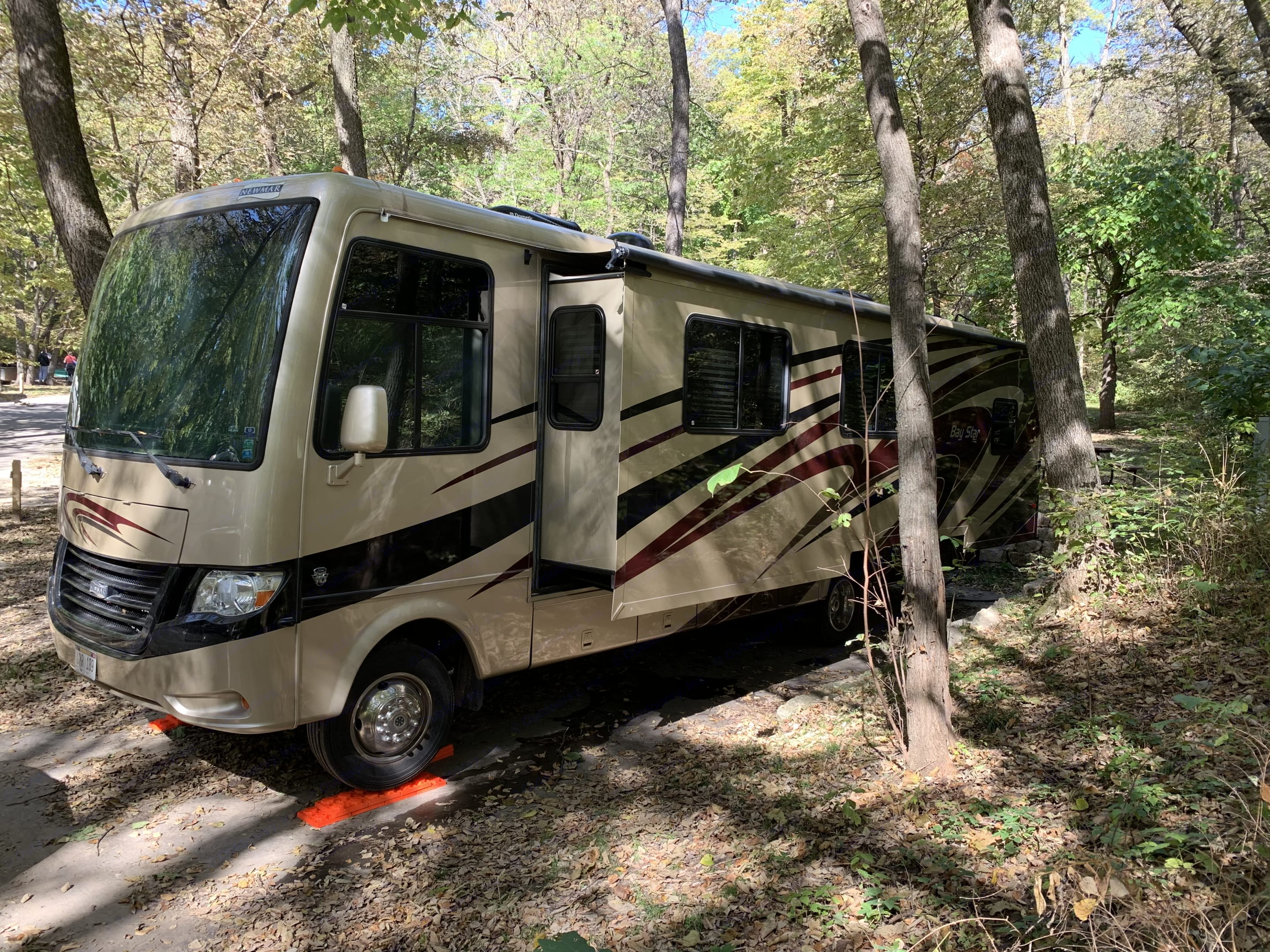 Fall 2019 at Indian Cave campground in SE Nebraska. Newmar Bay Star 2014