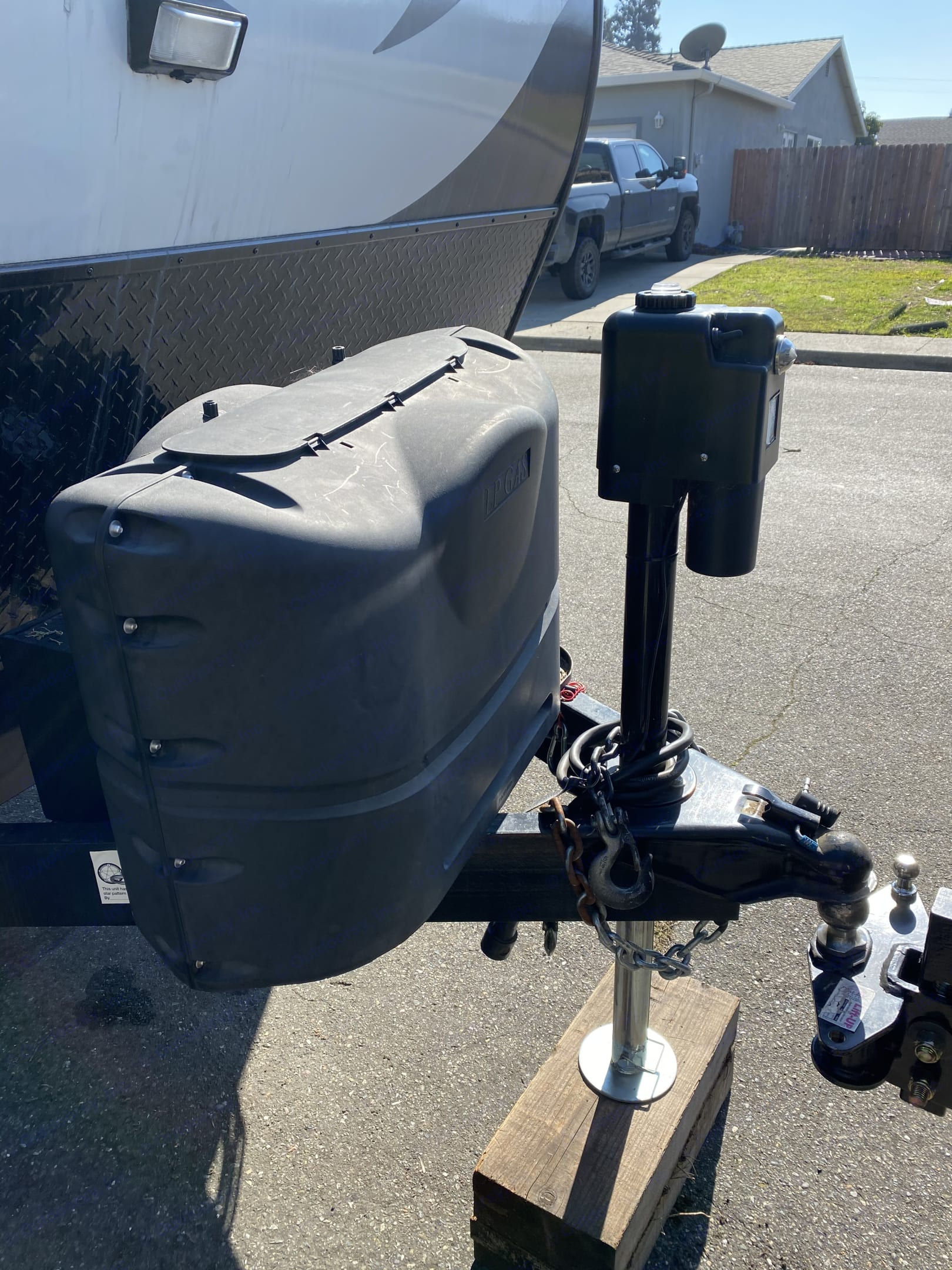 Two 5 gallon propane tanks and electric jack. Pacific Coachworks Blaze'N 2018