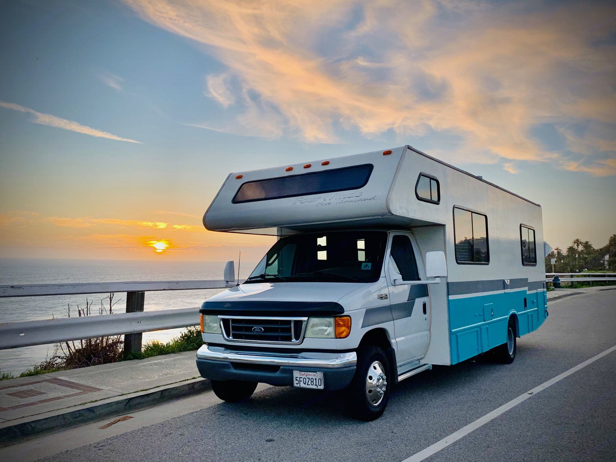 Cruise the California Coast, Mountains or Desert and turn heads with this custom C class RV. Thor Motor Coach Four Winds Five Thousand 2004