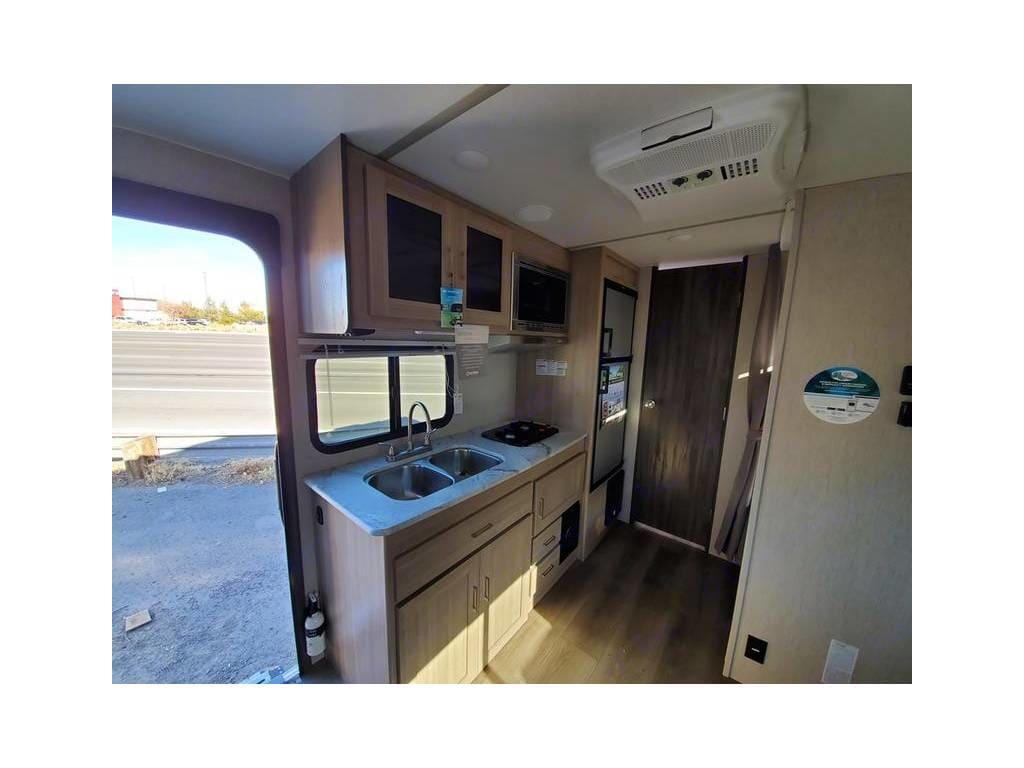 kitchen. Coachmen FreedomExpress 2020