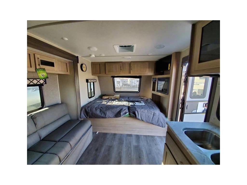 front living, queen bed with viewing window.. Coachmen FreedomExpress 2020