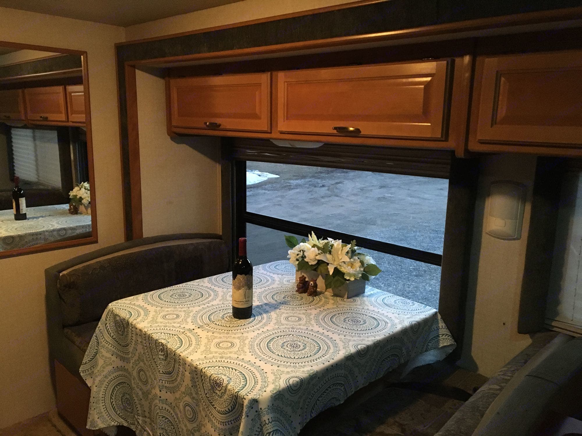 enjoy a nice glass of wine and the great outdoors.. Fleetwood Tioga 2003