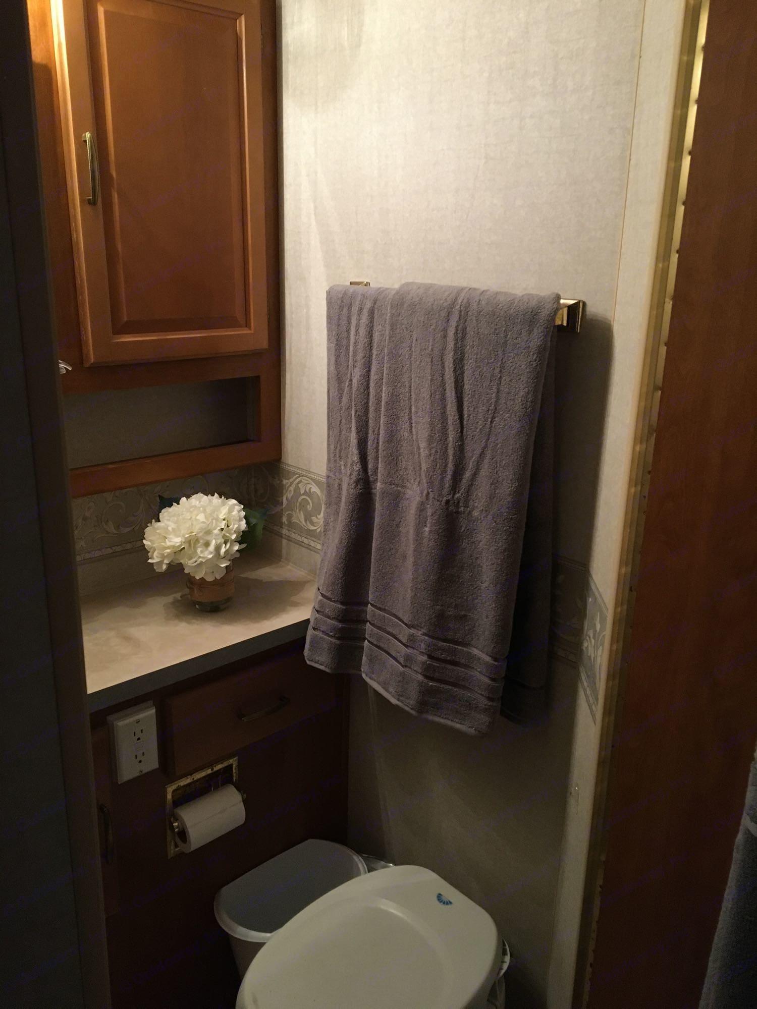 A fully private bathroom.. Fleetwood Tioga 2003