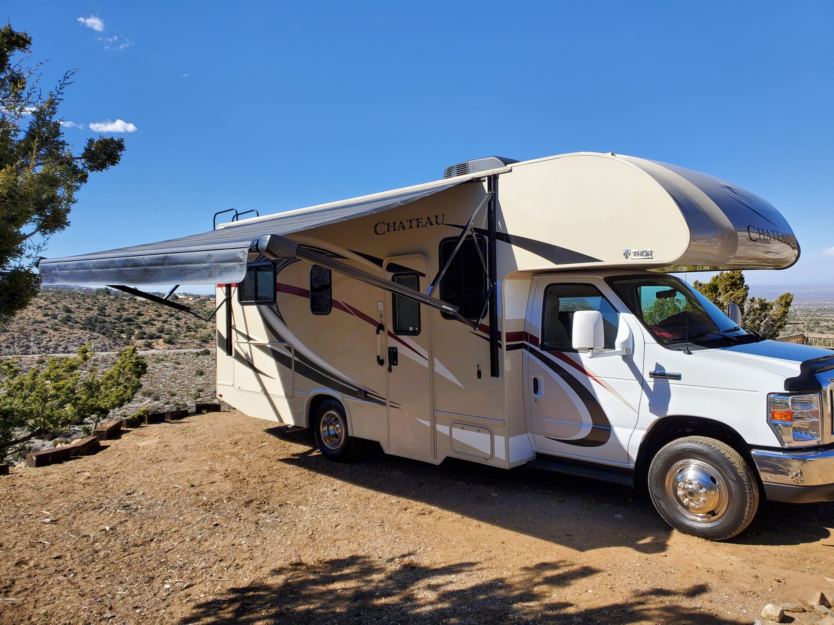 Stationary rental available with an awesome view and only 10 minutes to Wrightwood and Mountain High.. Thor Motor Coach Chateau 2018