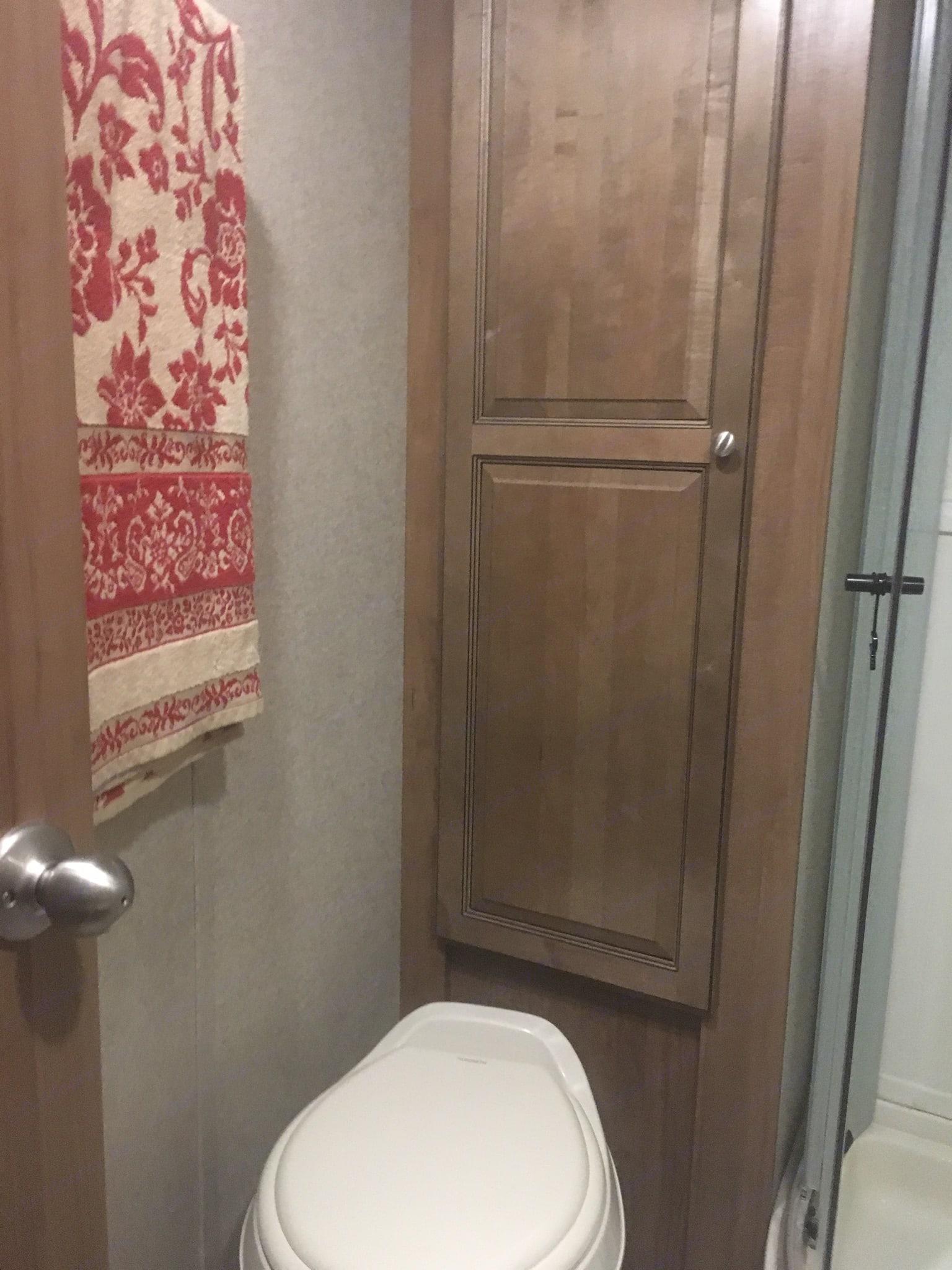Bathroom. Flagstaff Micro Lite 2018