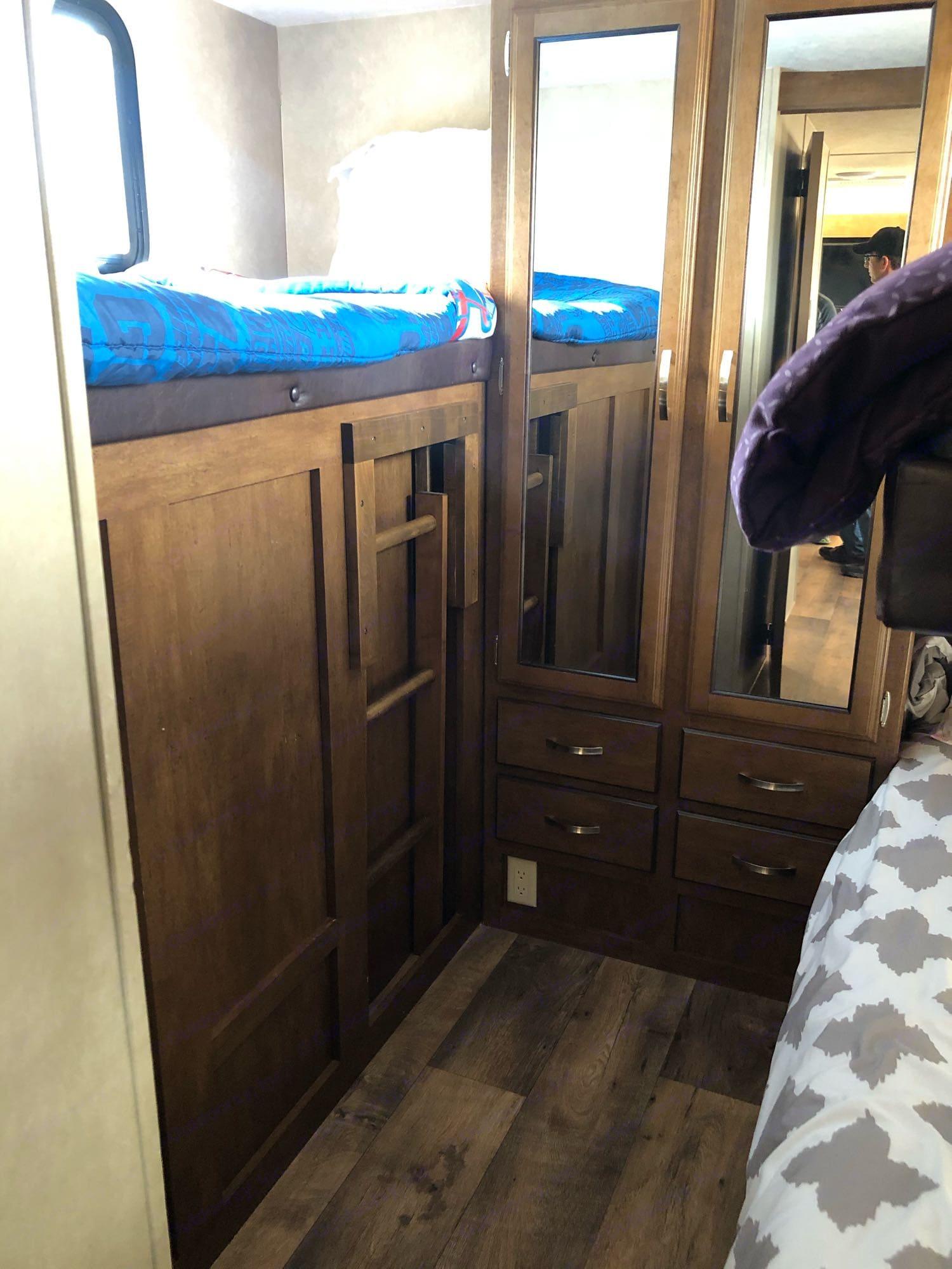 bunk room/ top bunk. Forest River Wildwood X-Lite 2017