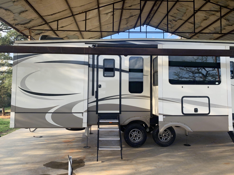 Keystone RV Company Montana 2018