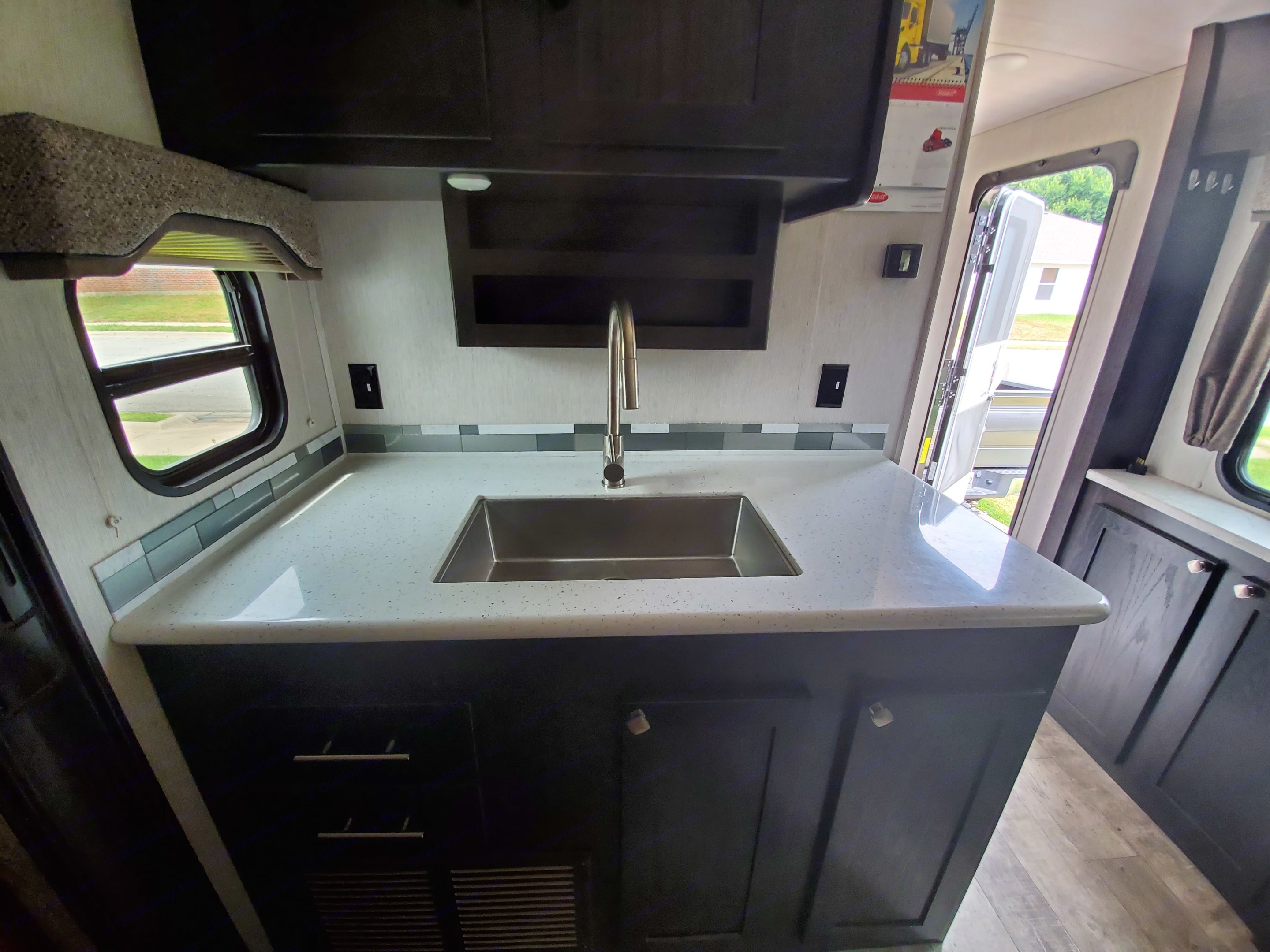 stainless farm style sink. Heartland North Trail 32RETS 2018