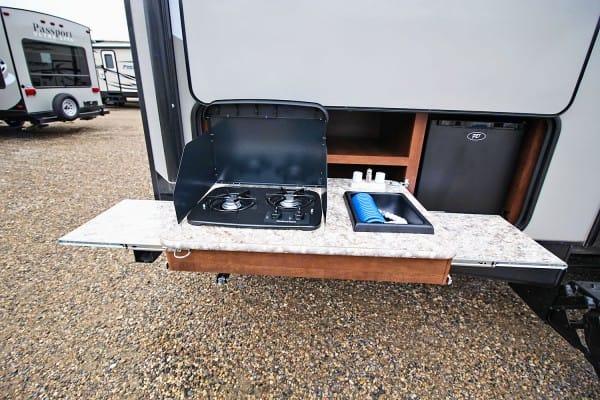 Outdoor Kitchen 2 Burner Fridge Sink. Keystone Passport 2017