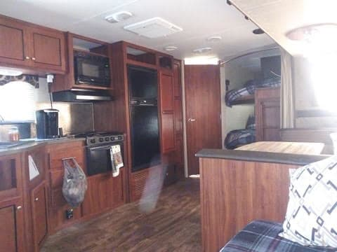 Kitchen and dining table. Heartland Trail Runner 2015