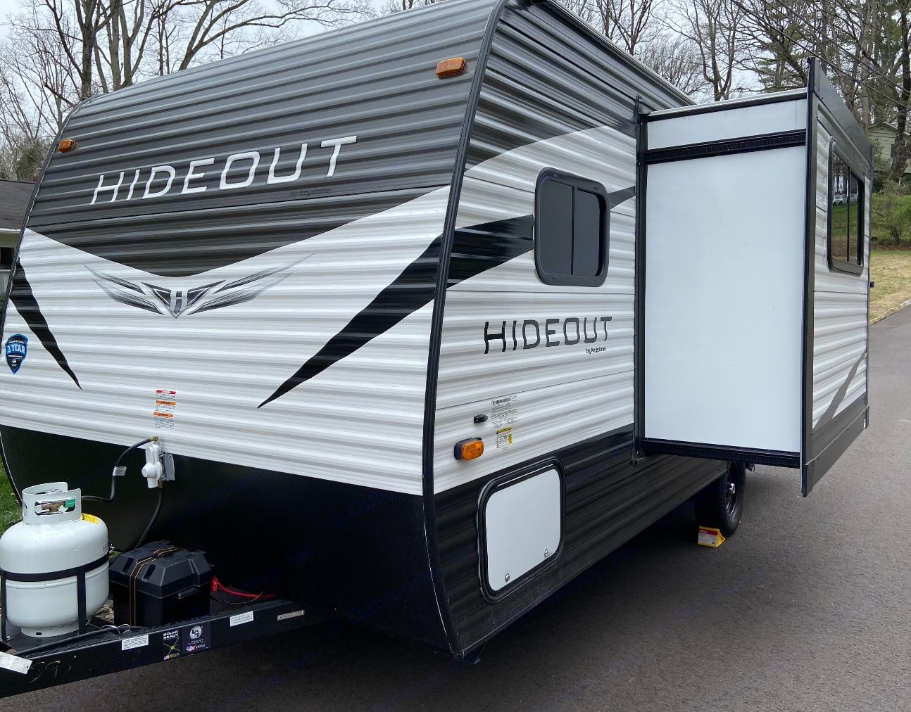 Lightweight and Roomy!. Keystone Hornet Hideout 2020