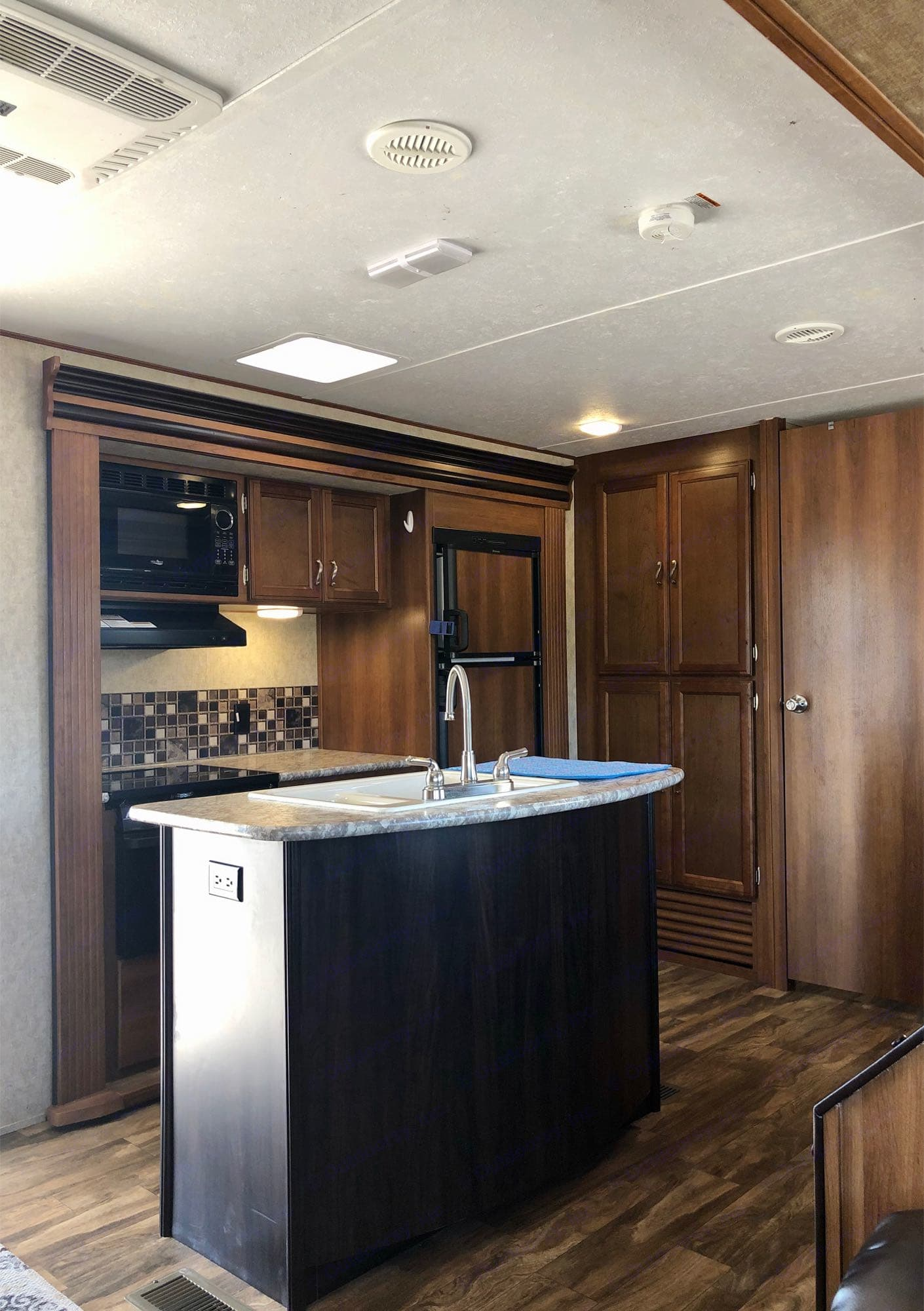 Interior kitchen w/ island& slide-out. Prime Time Avenger 2016