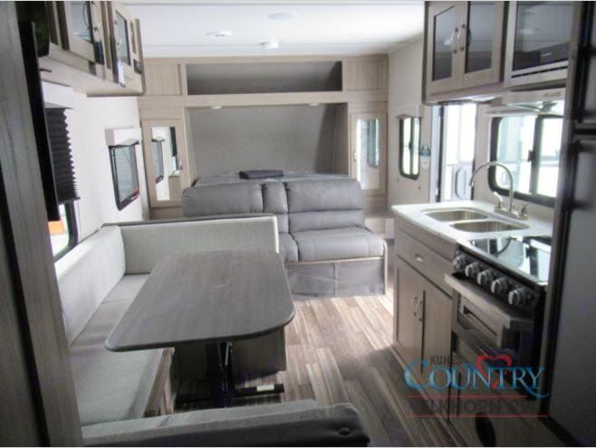 Murphy Bed On This Unit Only!. Coachmen Freedom Express 23.9 Murphy Bed 2020